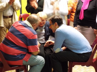Prayer Ministry a la Cali, Colombia - expectation, faith - then healing...